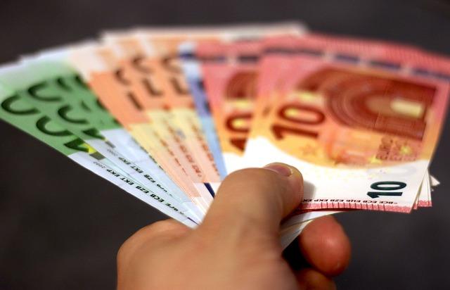 papildu ienākumi papildus pamatdarbam kopienām, lai pelnītu naudu tiešsaistē