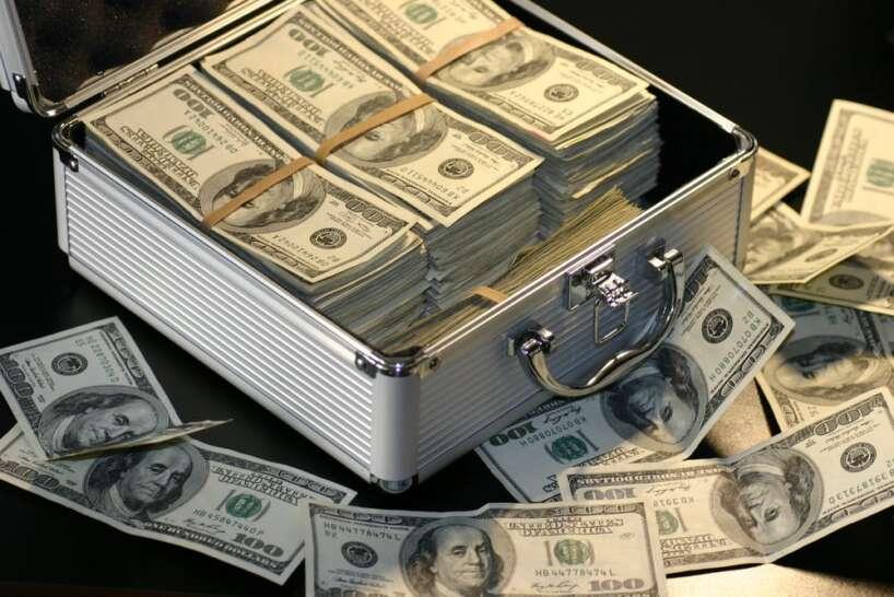 kā bagātie nopelnīja savu naudu