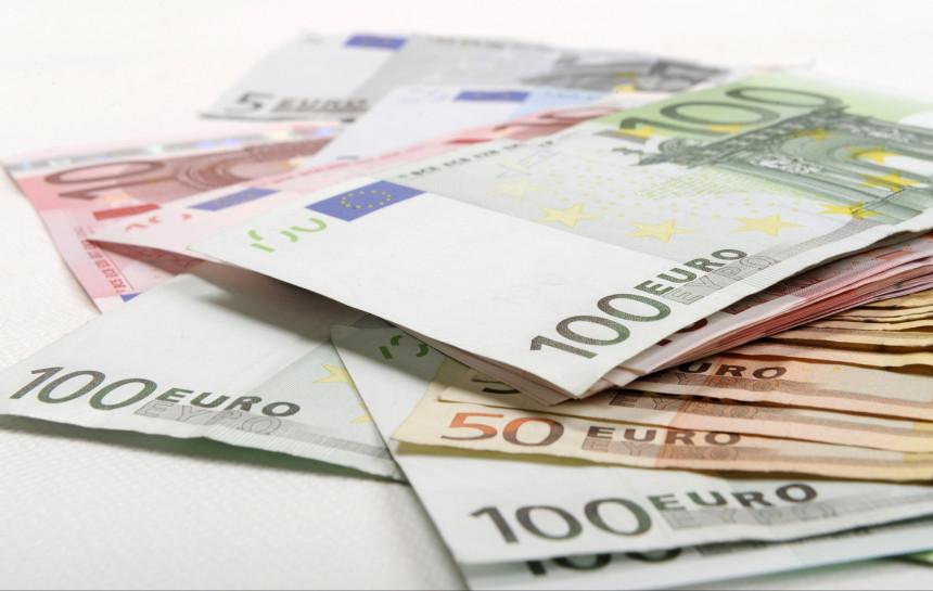 cik daudz man vajadzētu ieguldīt bitcoin vienkāršs veids kā iegūt naudu tiešsaistē